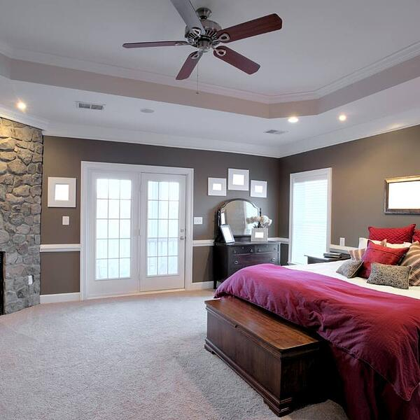 ceiling fan to circulate air and save energy in winter