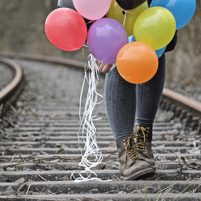 balloons_on_track.png