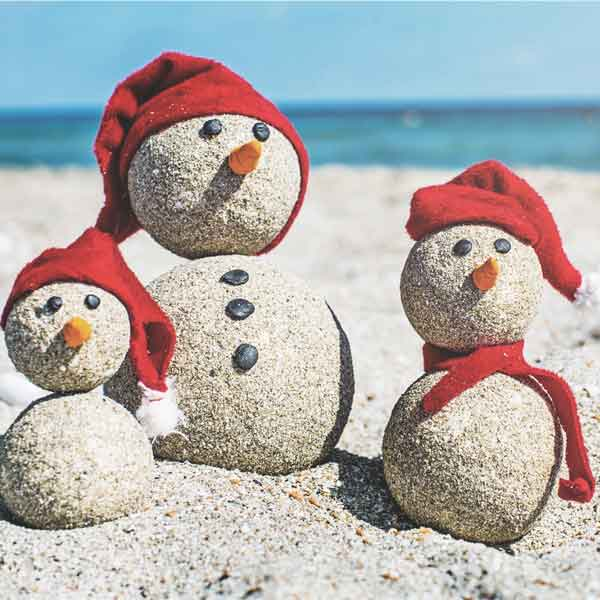 sand-snowmen-in-summer_webopt