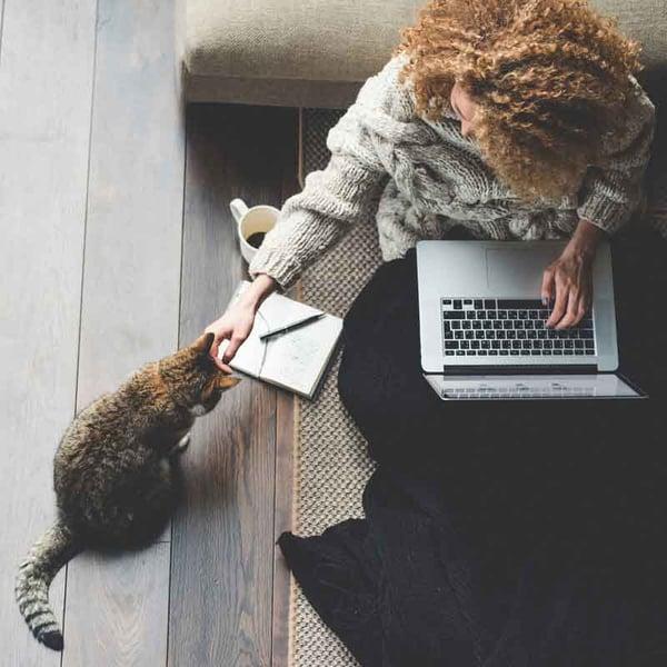 woman-working-freelance-at-computer-webopt