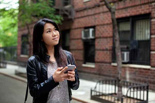 young-woman-apartment-searching_webopt